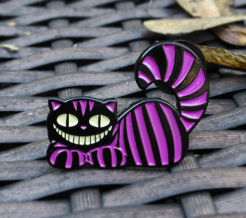 Mad universe pin - Teefury